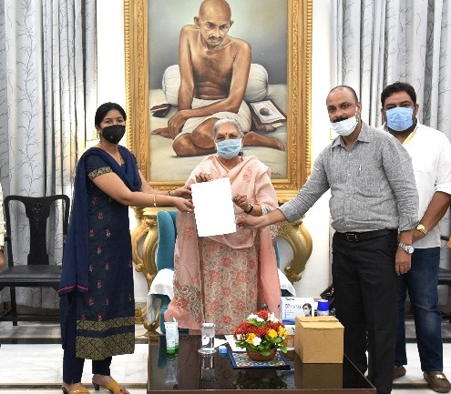 Lucknow Druggist and Chemist Association presented 10,000 Nos. Face Masks and 1,000 Numbers of Sanitizers to Governor